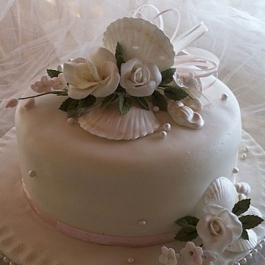 CAKE-SUGAR-SHELL-AND-ROSES1